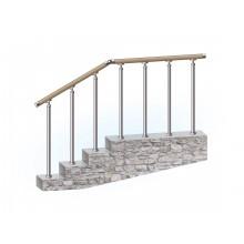Перила из нержавеющей стали с деревянным поручнем на стойках на каждую ступень
